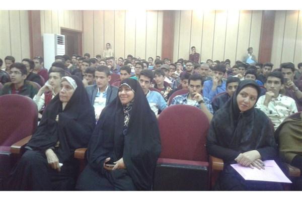 دانشگاه آزاد اسلامی برای 200 دانشآموز ملاردی «اردوی شناخت» برگزار کرد