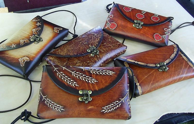 صنایع دستی اردبیل هنر نقاشی روی چرم