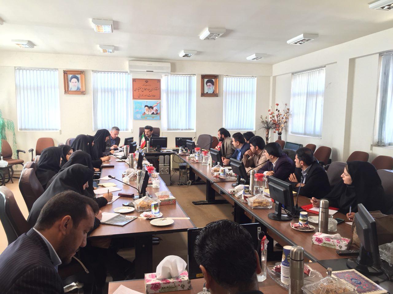 نشست مسئولین امور مالی دهیاری ها با مدیرکل دفتر امور روستایی