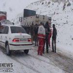 بارش برف سبب بسته شدن راه ارتباطی 152 روستا شهرستان کوهرنگ شده است.