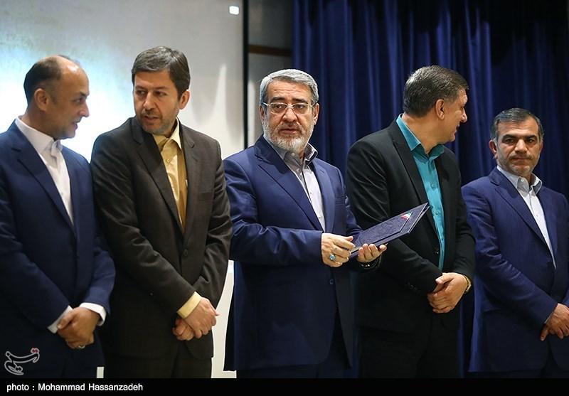 تقدیر از دهیاران برگزیده کشور در همایش نکوداشت روز دهیار در وزارت کشور